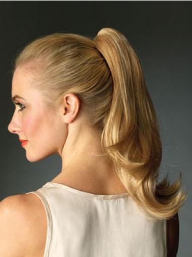 Mode Gewellten Blonden Pferdschwanz